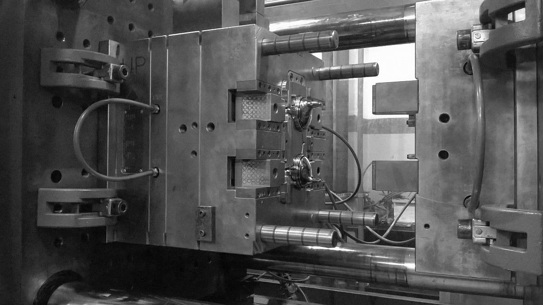 Máquina inyectora de plástico, lista para operación
