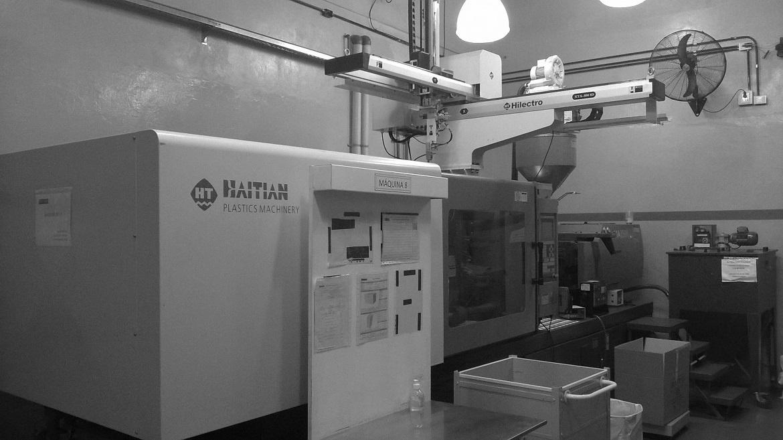 Otra vista de la maquinaria disponible en planta.