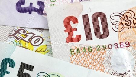Nuevos billetes de plástico, más duraderos y seguros