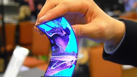 Teléfonos de plástico que se doblan, el futuro de la conectividad